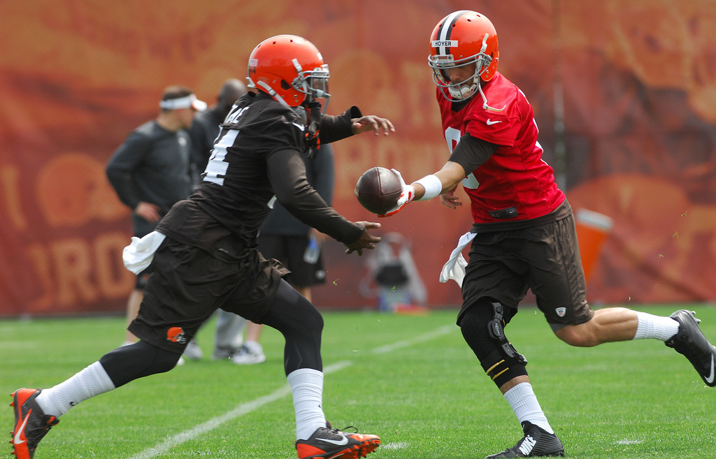 Description of . Michael Allen Blair/Digital First Media Browns' runningback Ben Tate takes a handoff from quarterback Brian Hoyer during organized team activities on May 21 in Berea.