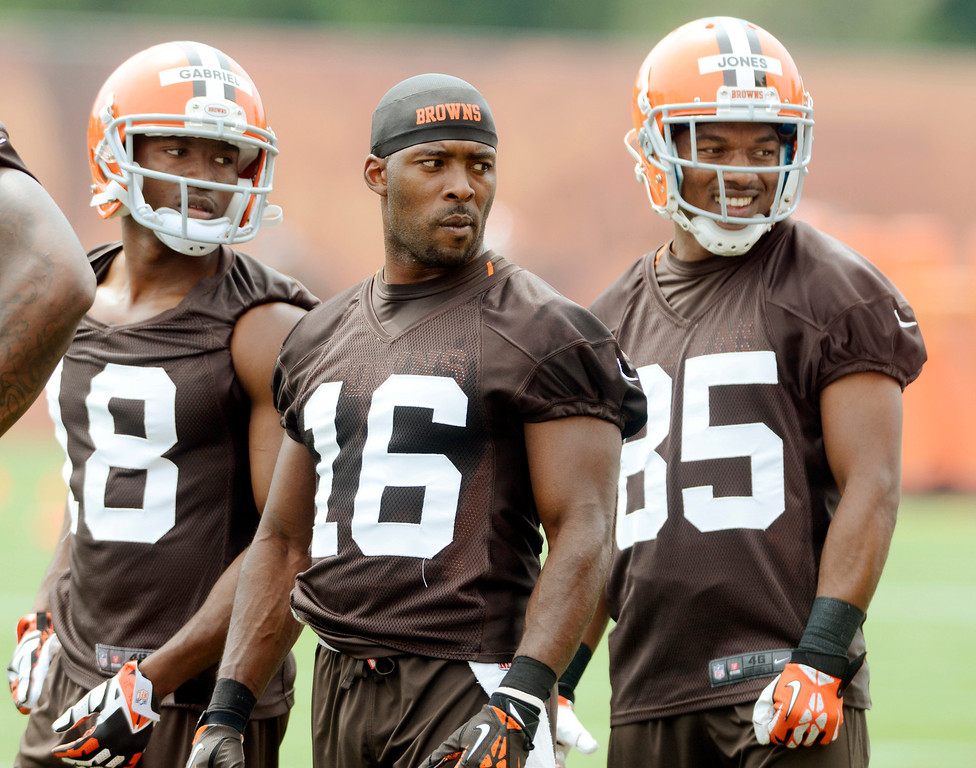 Description of . Maribeth Joeright/MJoeright@News-Herald.com <p> Browns wide receiver Andrew Hawkins is flanked by teammates Taylor Gabriel, left, and Chandler Jones during mini camp in Berea, June 10, 2014.