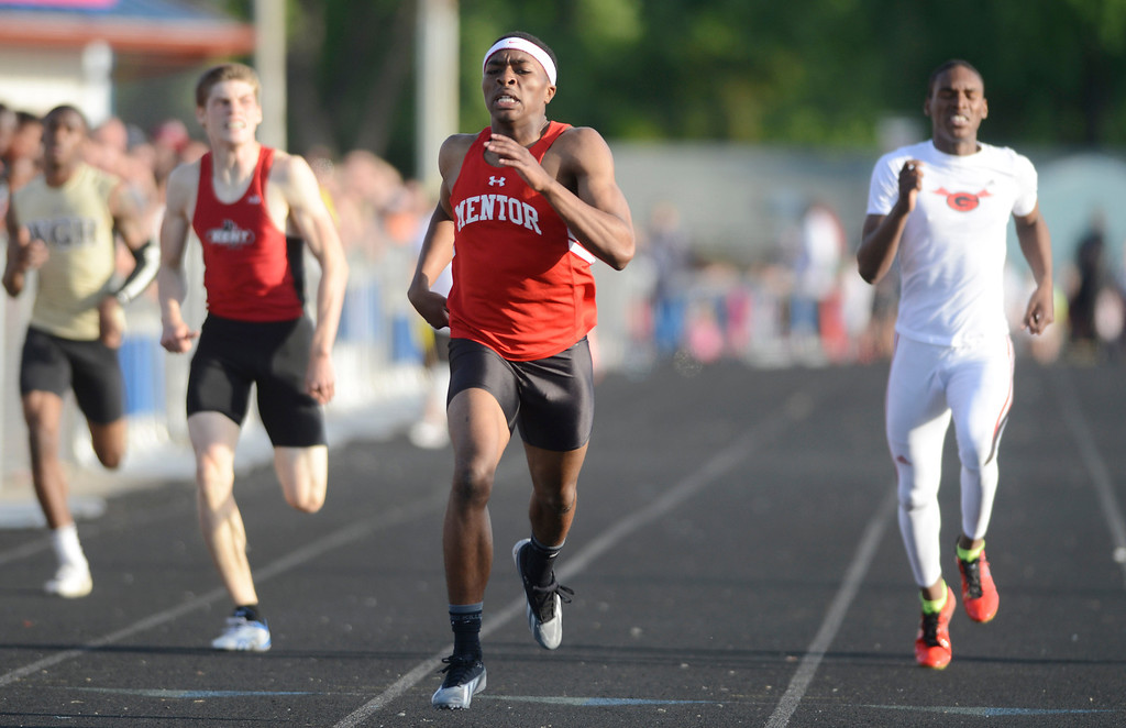 Description of . Maribeth Joeright/MJoeright@News-Herald.com<p> Mentor's Marc Walton runs in the boys 400 meter dash during the Division I regional final meet.