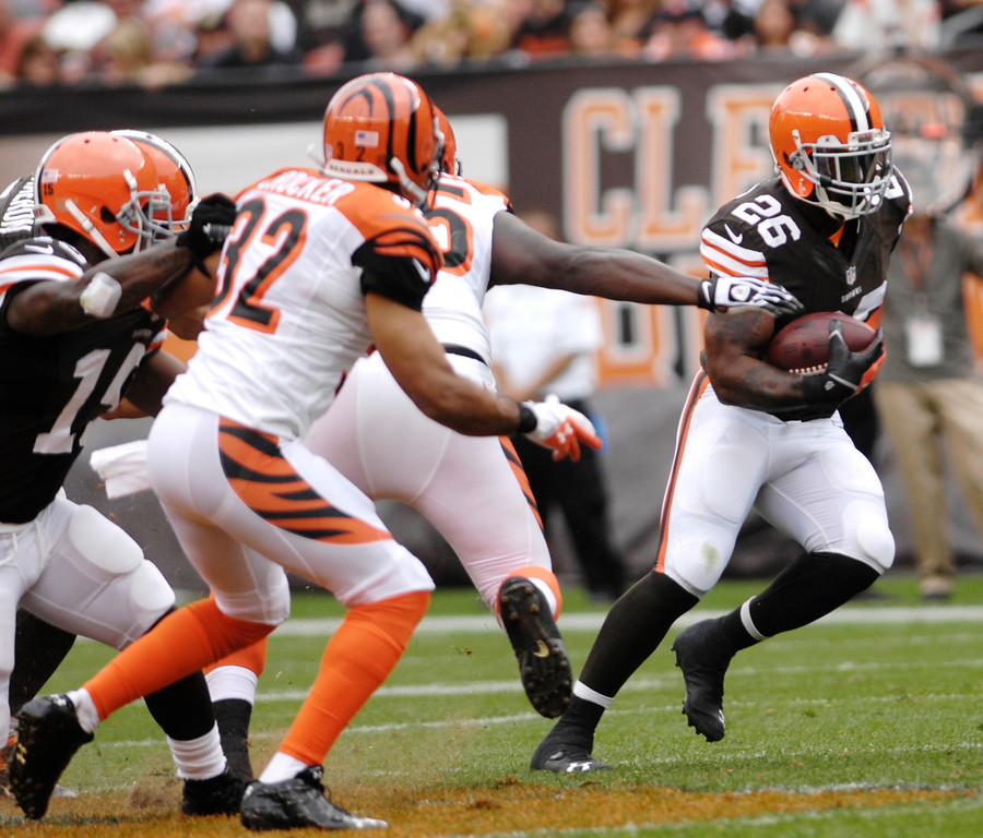 Description of . Jeff Forman/JForman@News-Herald.com Browns running back Wilis McGahee runs against the Bengals during the  Browns' game against the Cincinnati Bengals Sunday at FirstEnergy Stadium.