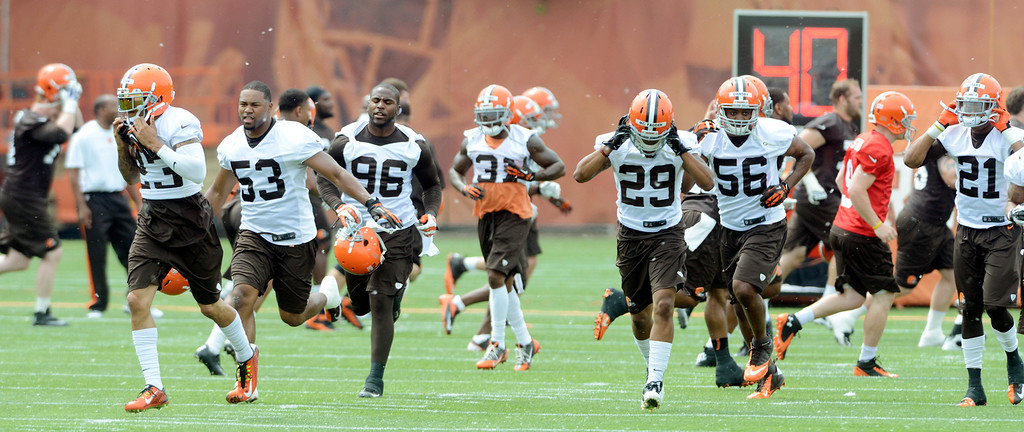 Description of . Maribeth Joeright/MJoeright@News-Herald.com <p> Browns players prepare to begin their practice during mini camp in Berea, June 10, 2014.