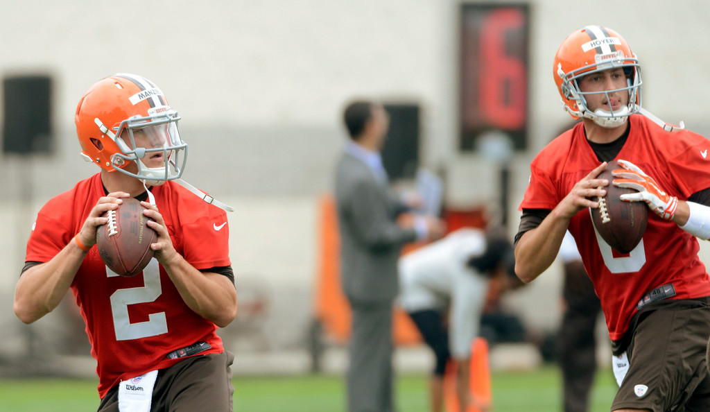 Description of . Maribeth Joeright/MJoeright@News-Herald.com <p> Browns quarterbacks Johnny Manziel and Brian Hoyer look to pass during mini camp in Berea, June 10, 2014.