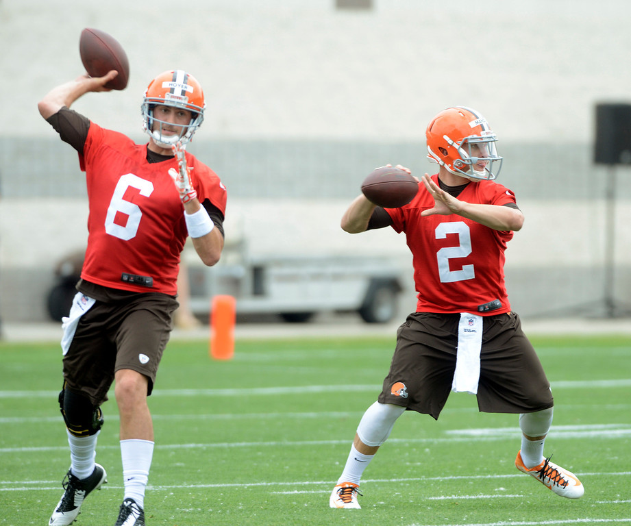. Maribeth Joeright/MJoeright@News-Herald.com <p> Browns quarterbacks Brian Hoyer and Johnny Manziel  look for receivers to pass to during mini camp in Berea, June 10, 2014.