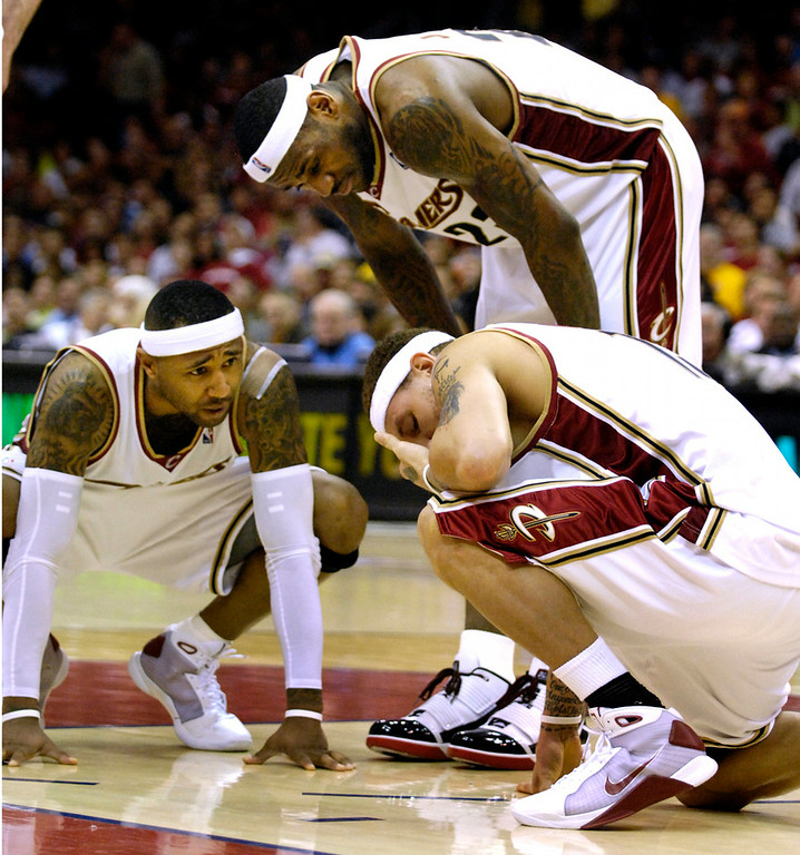 . Jeff Forman/JForman@News-Herald.com Mo Williams and LeBron James check out Delonte West after he was poked in the eye during the third quarter Thursday in game two of the eastern conference semifinal Thursday at Quicken Loans Arena.