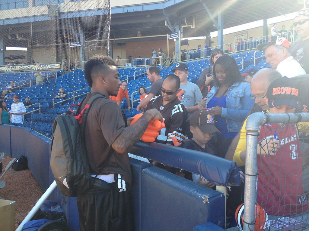 . Browns cornerback Buster Skrine signing some autographs.