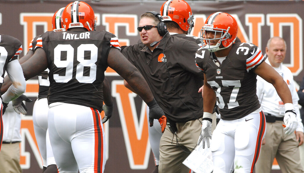 . Michael Allen Blair/MBlair@21st-CenturyMedia.com Browns\' head coach Rob Chudzinski congratulates his defense after stuffing the Bengals on a big fourth down during the second quarter versus at FirstEnergy Stadium in Cleveland, OH. on Sunday, September 29, 2013.