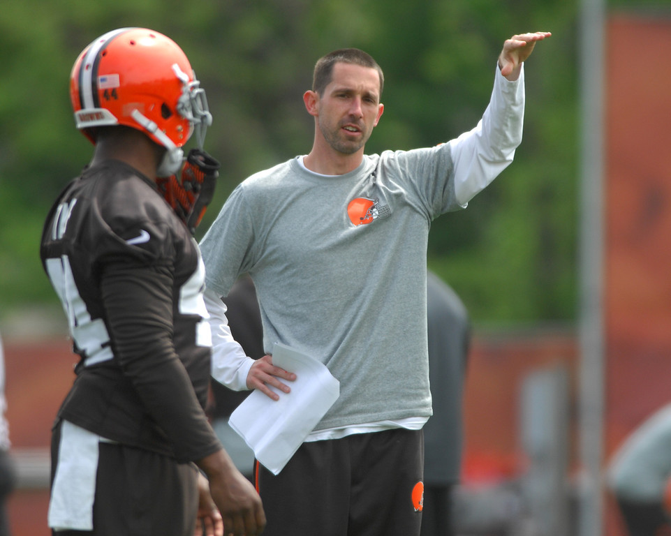 . Michael Allen Blair/Digital First Media Browns\' runningback Ben Tate talks things over with offensive coordinator Kyle Shanahan during organized team activities on May 21 in Berea.