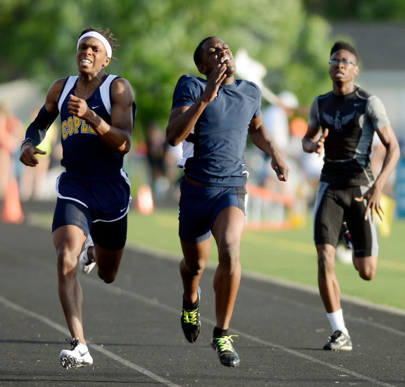 . Maribeth Joeright/MJoeright@News-Herald.com<p> Euclid\'s Brian Tillman gives it all he\'s got in the boys 400 meter dash during the Division I regional finals.