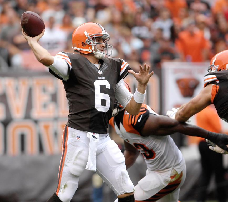 . Jeff Forman/JForman@News-Herald.com Browns quarterback Brian Hoyer passes during the third quarter of the Browns\' 17-6 win over the Cincinnati Bengals Sunday at FirstEnergy Stadium.