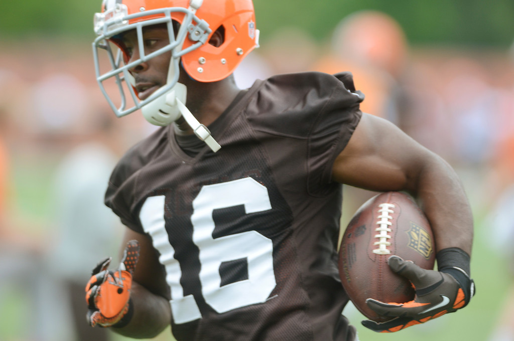 . Maribeth Joeright/MJoeright@News-Herald.com <p> Browns wide receiver Andrew Hawkins runs with the ball after catching a pass during mini camp in Berea, June 10, 2014.